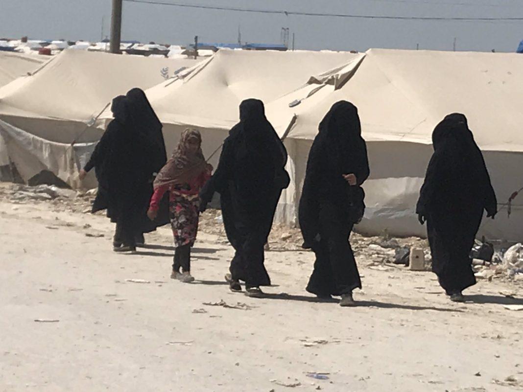 Žene u kampu Al Hol. Izvor: Mahmoud Shikh Ibrahim (@Mahmodshikhibra)