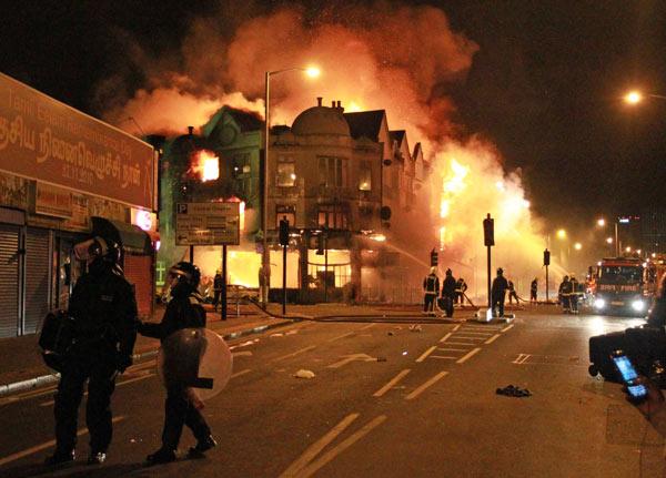 london-riots-fire